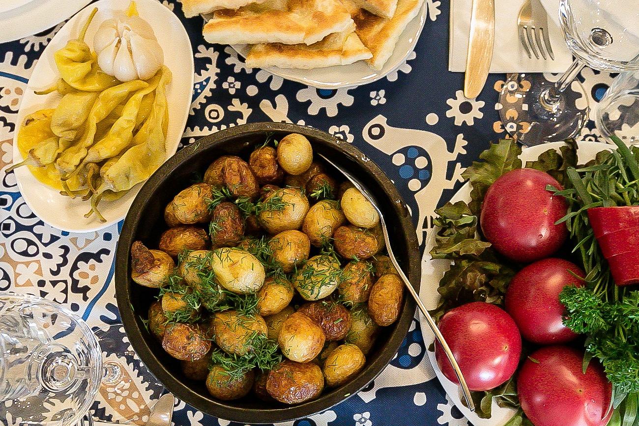 Georgian food dill potatoes