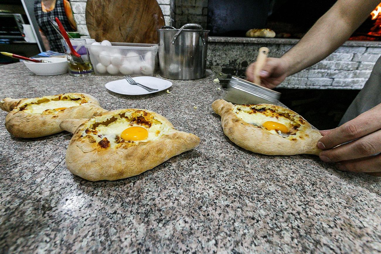 Georgian food khachapuri